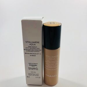 CHANEL Makeup - Chanel Vitalumiere Aqua Foundation 20 Beige